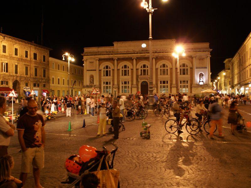 Piazza_del_Popolo,_Pesaro,_Italy