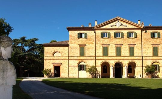 Residence Villa Centofinestre - Marche.nl