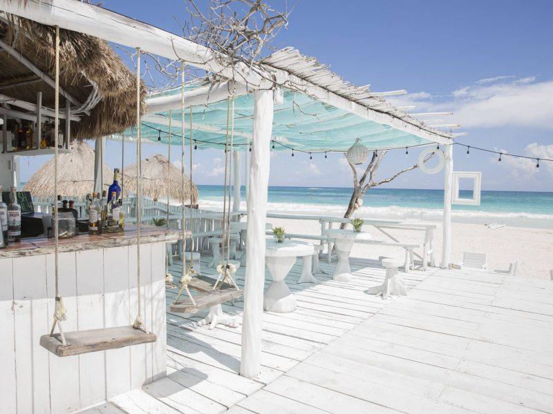 Beach Bar Alwin Beach Resort via Marche.nl